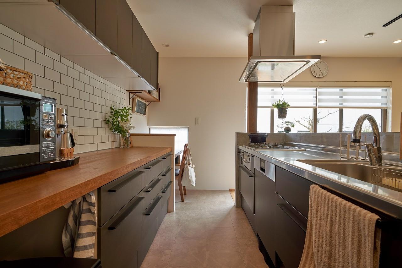 キッチン事例:キッチン(シンプルで都会的な戸建てリノベーション)