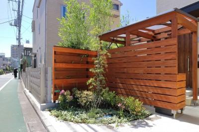 自転車置場 (本と空を愉しむ階段の家|狛江の家)