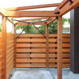 本と空を愉しむ階段の家|狛江の家 (自転車置場)