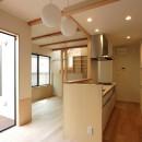 本と空を愉しむ階段の家|狛江の家の写真 LDK