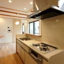本と空を愉しむ階段の家|狛江の家の写真 キッチン