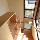 本と空を愉しむ階段の家|狛江の家の写真 階段