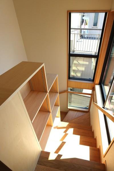 階段 (本と空を愉しむ階段の家|狛江の家)