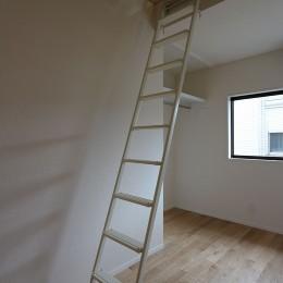 本と空を愉しむ階段の家|狛江の家 (洋室)
