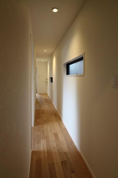 廊下 (本と空を愉しむ階段の家|狛江の家)