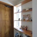 本と空を愉しむ階段の家|狛江の家の写真 玄関