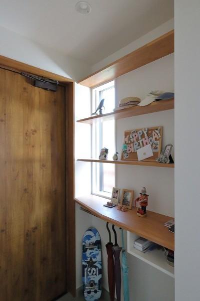 玄関 (本と空を愉しむ階段の家|狛江の家)