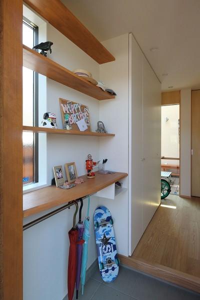 玄関 (本と空を愉しむ階段の家 狛江の家)