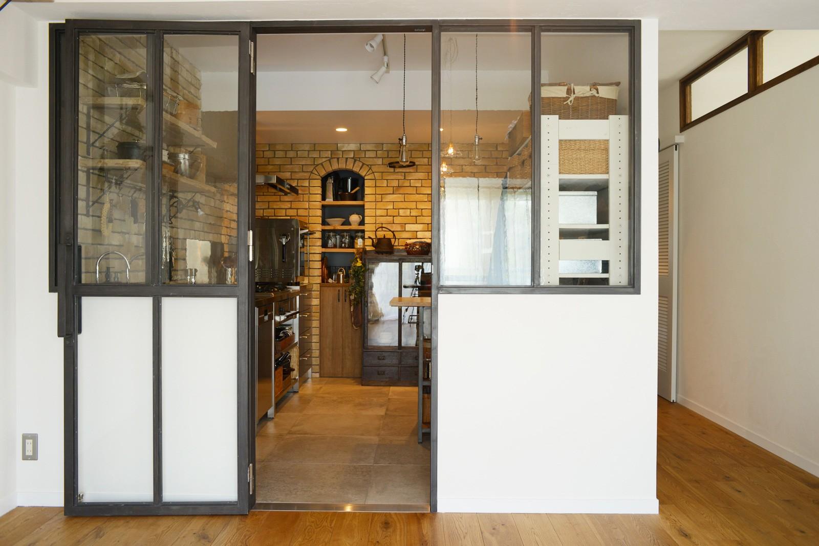 キッチン事例:キッチン(『SEASON』 ― 景色と暮らす、窓のイエ)