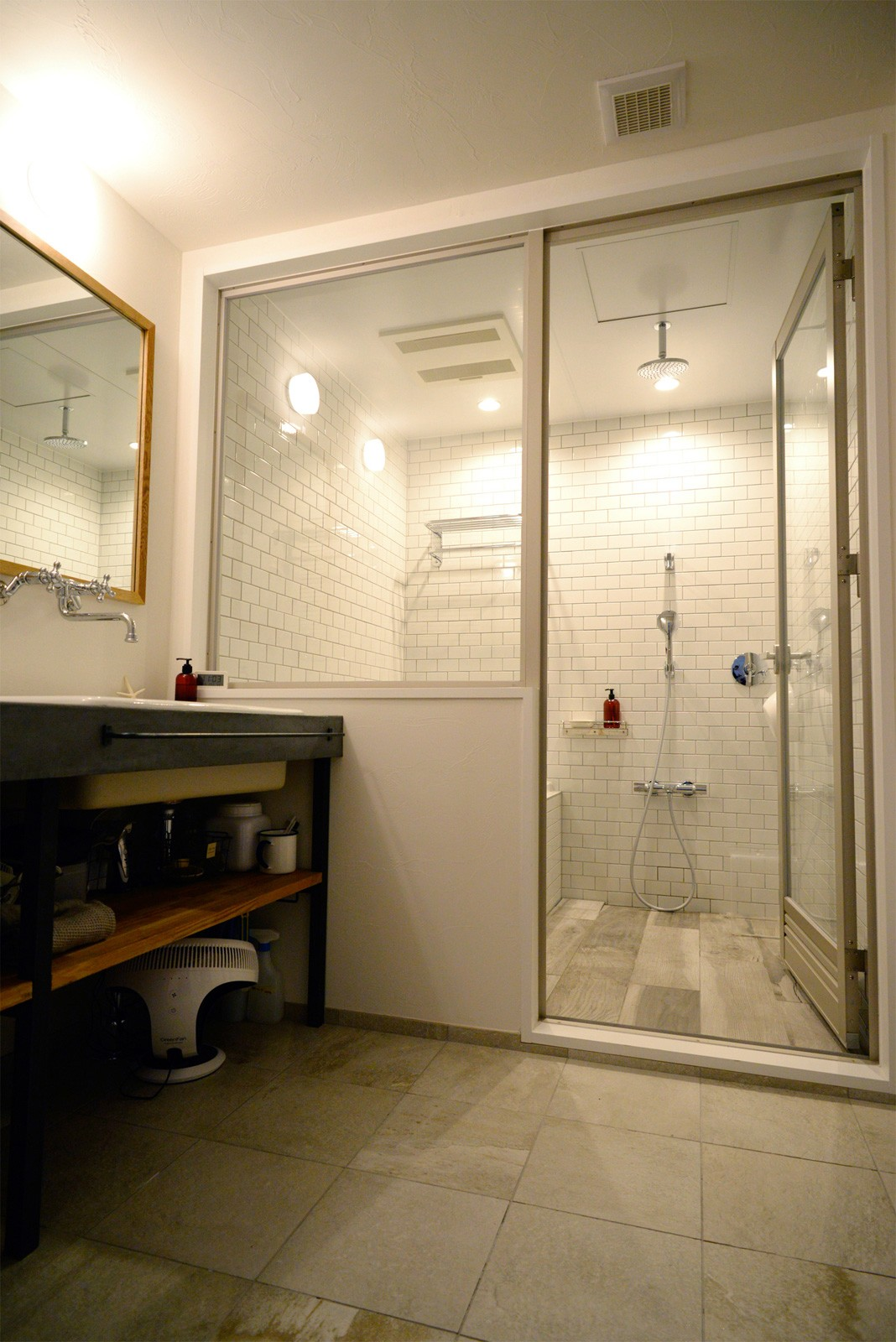 バス/トイレ事例:バスルーム(『SEASON』 ― 景色と暮らす、窓のイエ)
