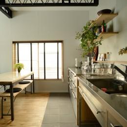 『世代を超えて』 ― 築古戸建に手間ひまかけて (キッチン)