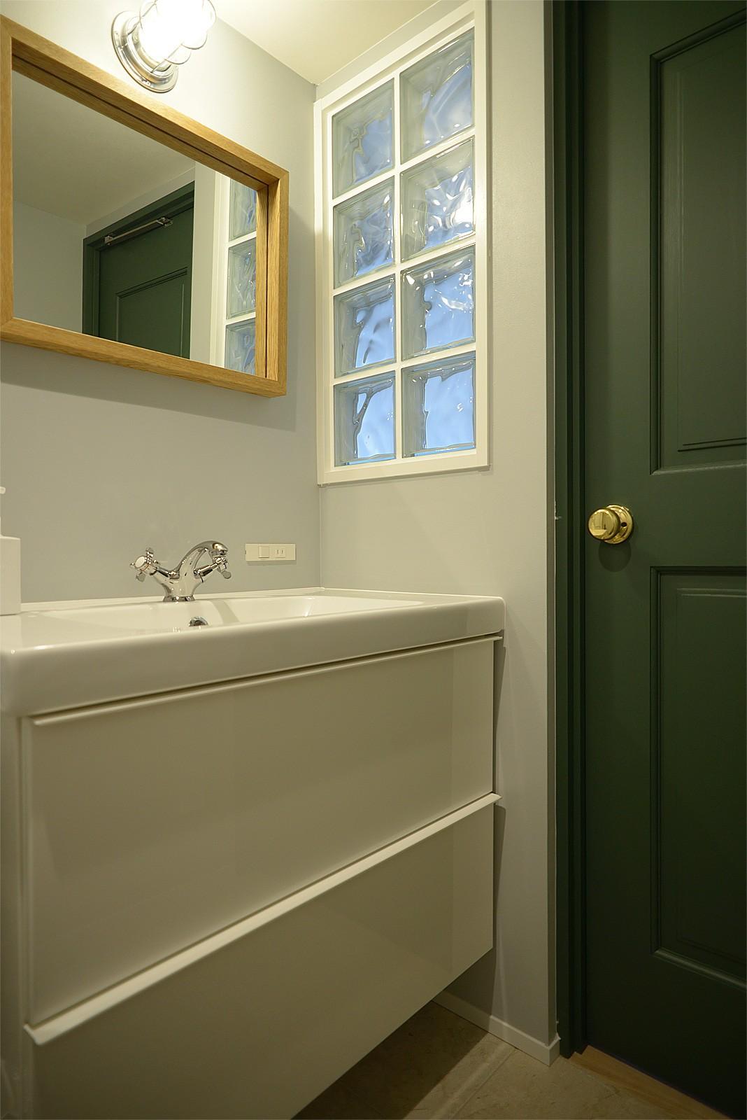 バス/トイレ事例:洗面室(『Avenue』 ― 家族に優しい家)