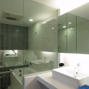 TILT-ちょっと斬新な空間を上手に仕切る工夫の写真 バスルーム