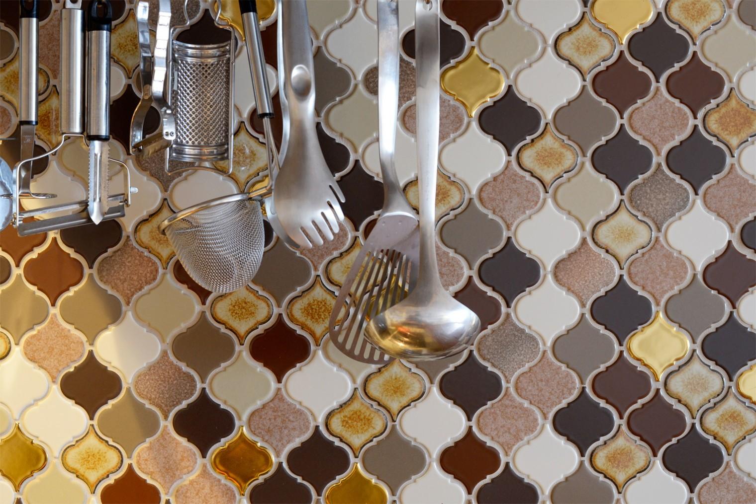 キッチン事例:タイル(『Art Denmark』 ― ふたりの「好き」を取り入れて)