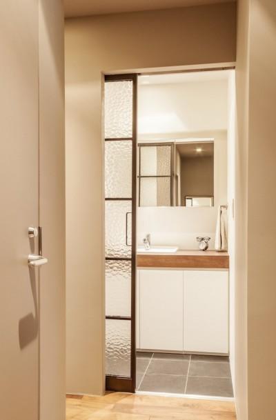 洗面所 (K邸-都心の細長い間取りを、上手にいかす)