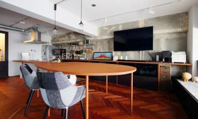 ダイニングテーブルが主役の家 (LDK)