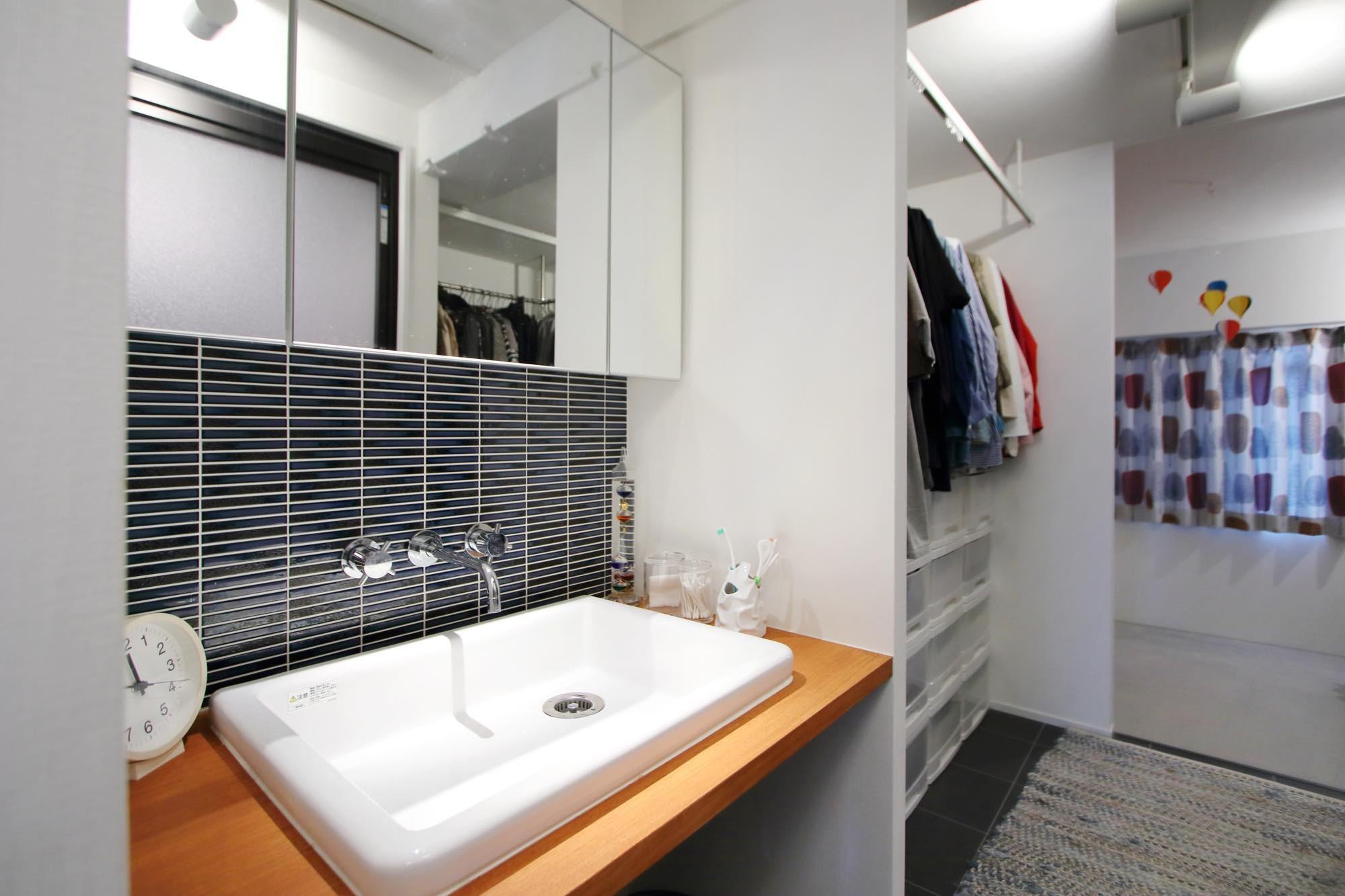 バス/トイレ事例:洗面スペース(ダイニングテーブルが主役の家)