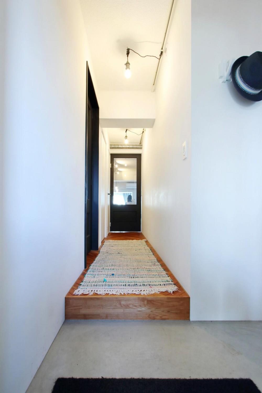 ダイニングテーブルが主役の家 (玄関・廊下)