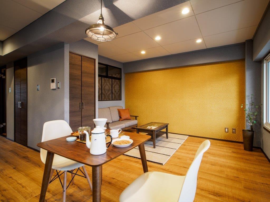 リビングダイニング事例:シングルに心地よい広さの空間(築40年のマンションをカルフォルニア風インテリアリノベーション)
