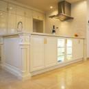 華やかさとエレガンスを備えた上質なヨーロピアンテイストの住まいの写真 キッチン