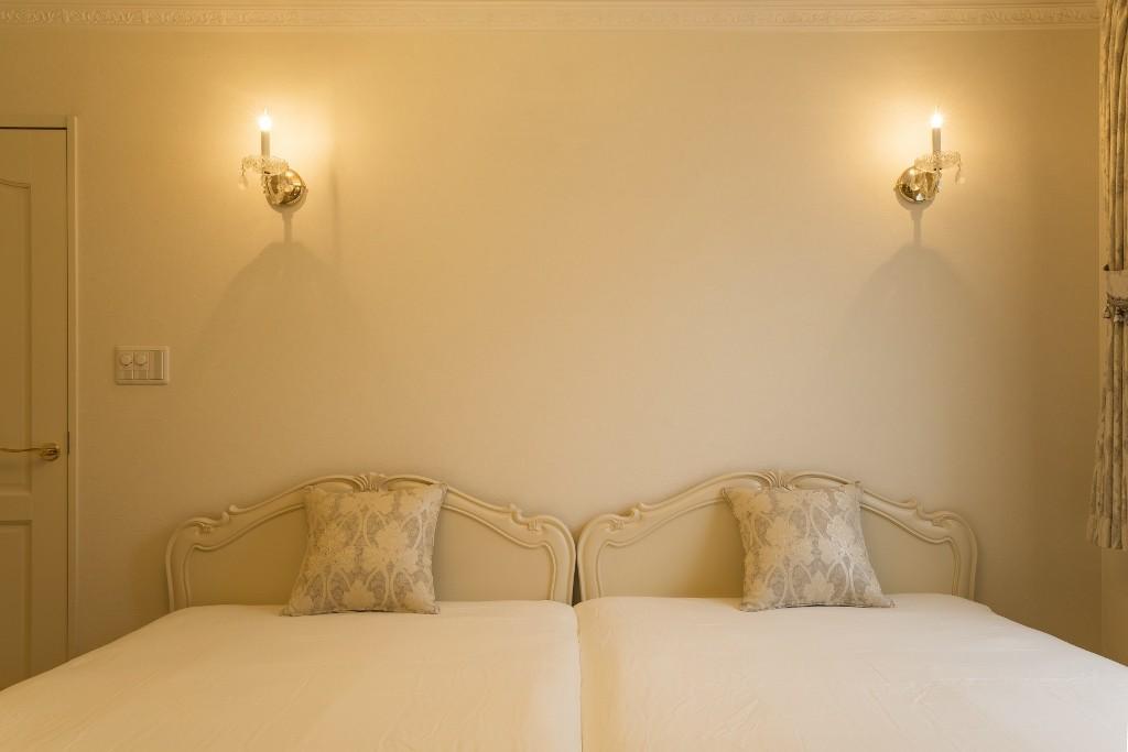 ベッドルーム事例:ベッドルーム(華やかさとエレガンスを備えた上質なヨーロピアンテイストの住まい)