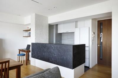 キッチン (大人シックな空間を存分に楽しむ)