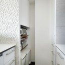 大人シックな空間を存分に楽しむの写真 キッチン収納