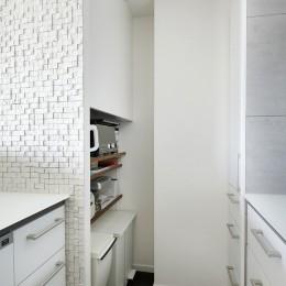 大人シックな空間を存分に楽しむ (キッチン収納)