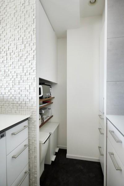 キッチン収納 (大人シックな空間を存分に楽しむ)