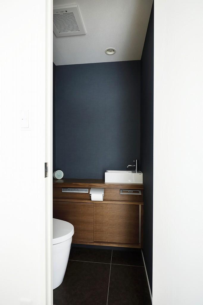 大人シックな空間を存分に楽しむ (トイレ)