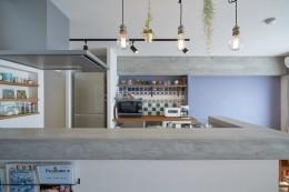 「タイル」「モルタル」なリノベーション (キッチン)