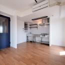 ヴィンテージ×無機質の甘辛MIXリノベーション住まいの写真 キッチン