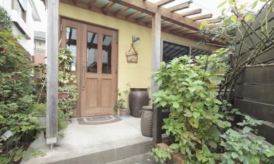 Days-Cafe 小さな庭を眺めるCafe