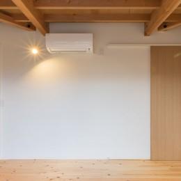 3-BOX 1800万円の家 (寝室の出入り口を見る)