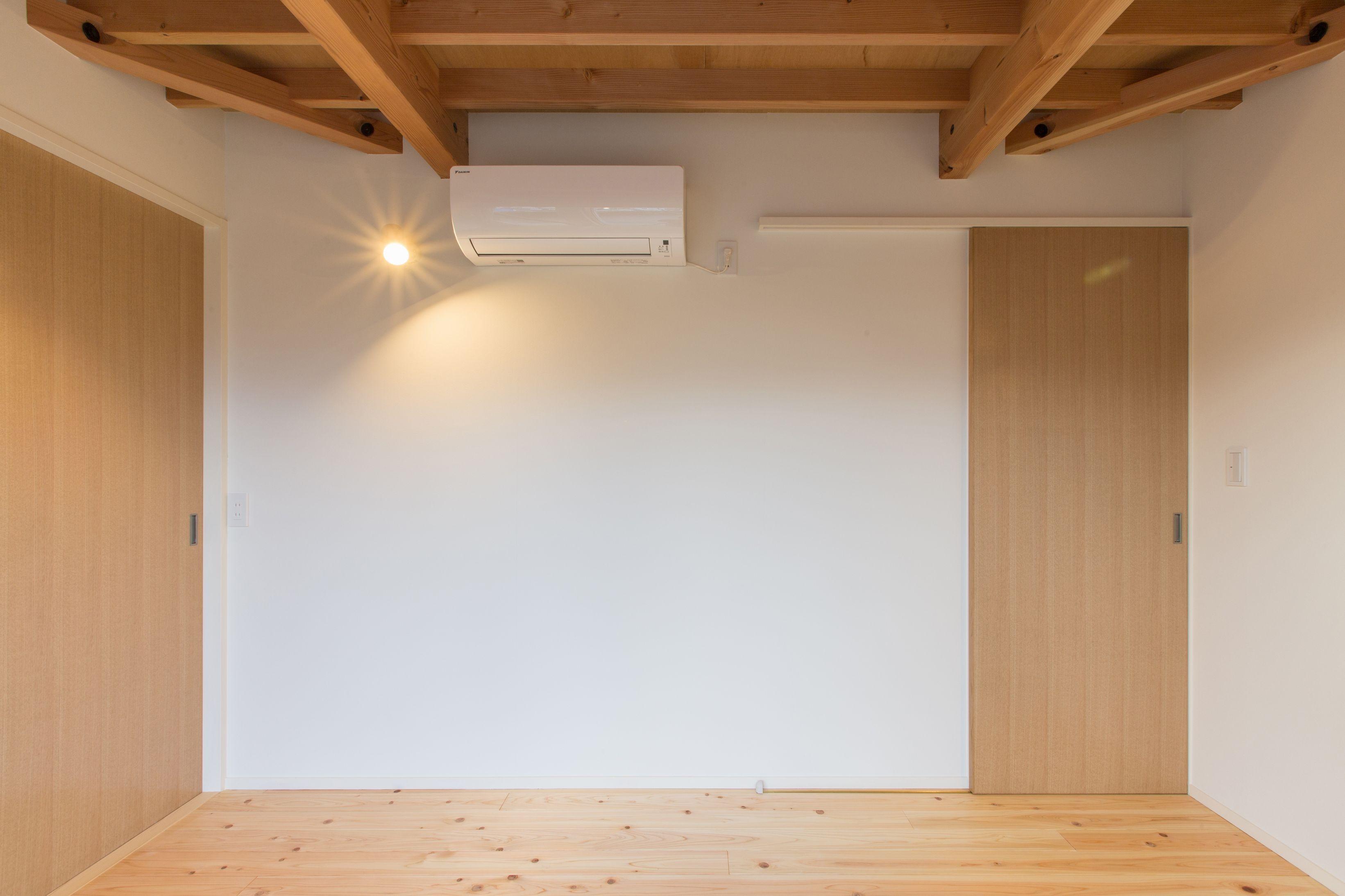 ベッドルーム事例:寝室の出入り口を見る(3-BOX 1800万円の家)