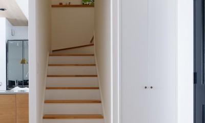 『Blanc』 ― 端正であること (階段)