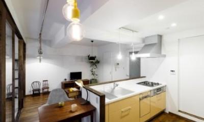 インナーバルコニーのある開放的な家 (コンパクトなダイニングテーブル)