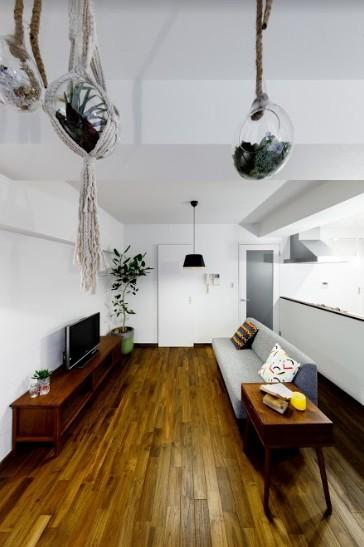 インナーバルコニーのある開放的な家 (緑を感じるリビング)