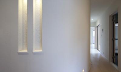 蔵とヴァイオリン室のある家 (玄関ホールのカーブ)