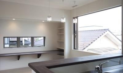 蔵とヴァイオリン室のある家 (2階キッチンから書斎コーナーを見る)