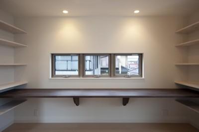 食事スペースと学習空間の一体化 (蔵とヴァイオリン室のある家)