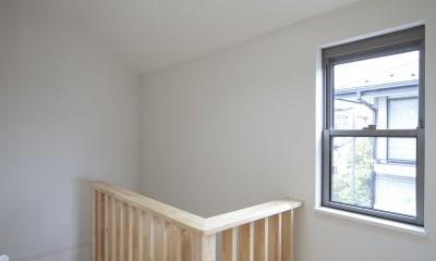 蔵とヴァイオリン室のある家 (2階階段室)