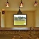 カンツリー倶楽部  「調整区域に建てた家」の写真 キッチンに立って田んぼを見る