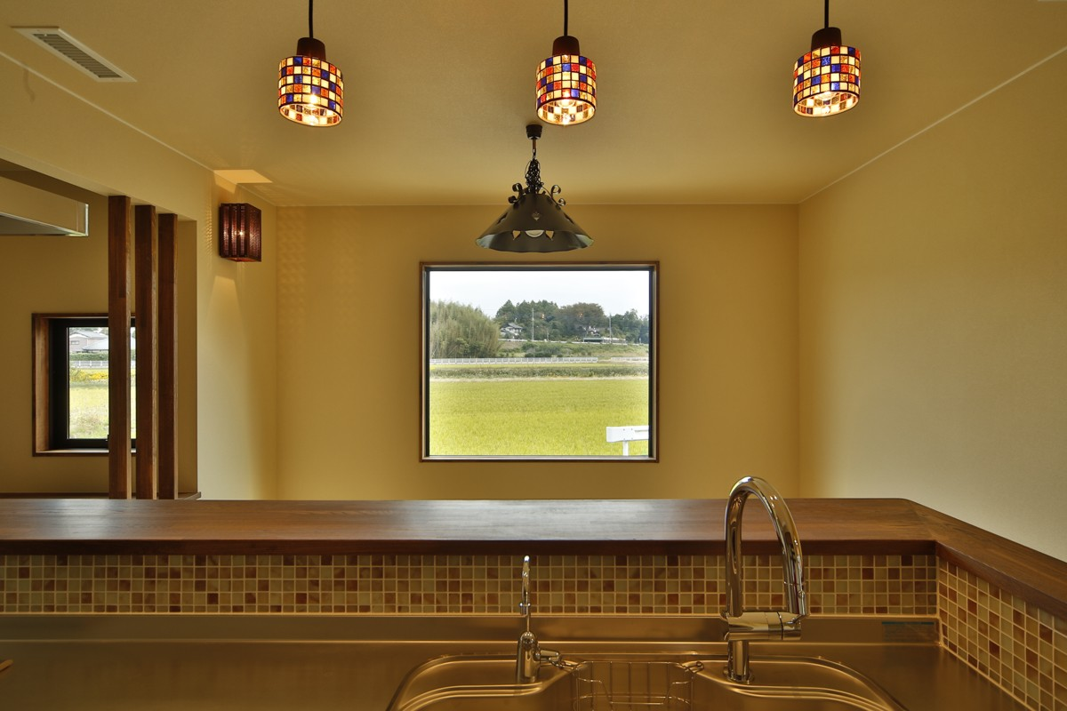 キッチン事例:キッチンに立って田んぼを見る(カンツリー倶楽部  「調整区域に建てた家」)