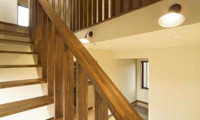 カンツリー倶楽部  「調整区域に建てた家」 (格子の造作階段)