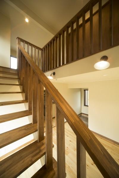 格子の造作階段 (カンツリー倶楽部  「調整区域に建てた家」)