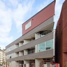 変形地に建つ共同住宅 (外観)