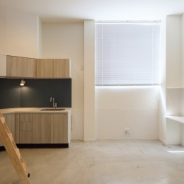 変形地に建つ共同住宅 (ロフトのある部屋)