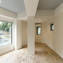 変形地に建つ共同住宅の写真 三角形の先端の部屋