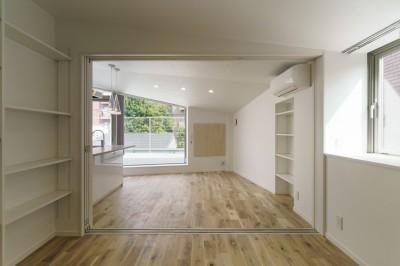 変形地に建つ共同住宅 (ペントハウスの部屋)